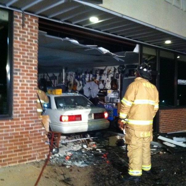 Car in building damage 001
