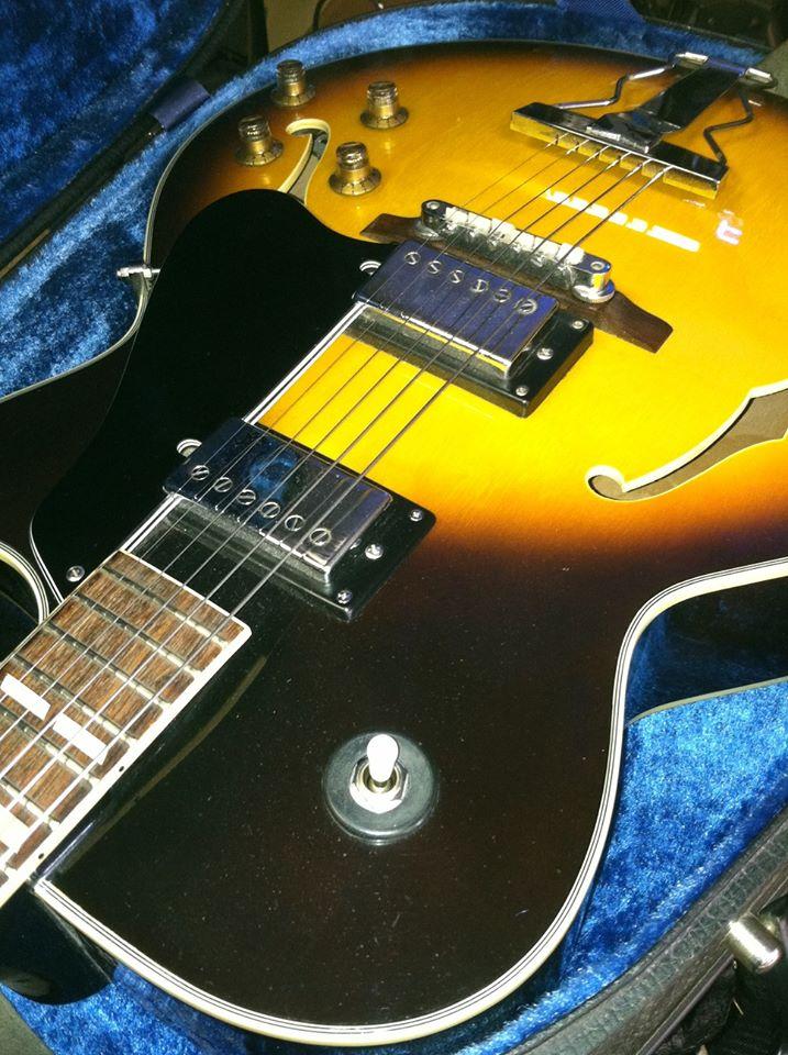 jazz-guitar-bg